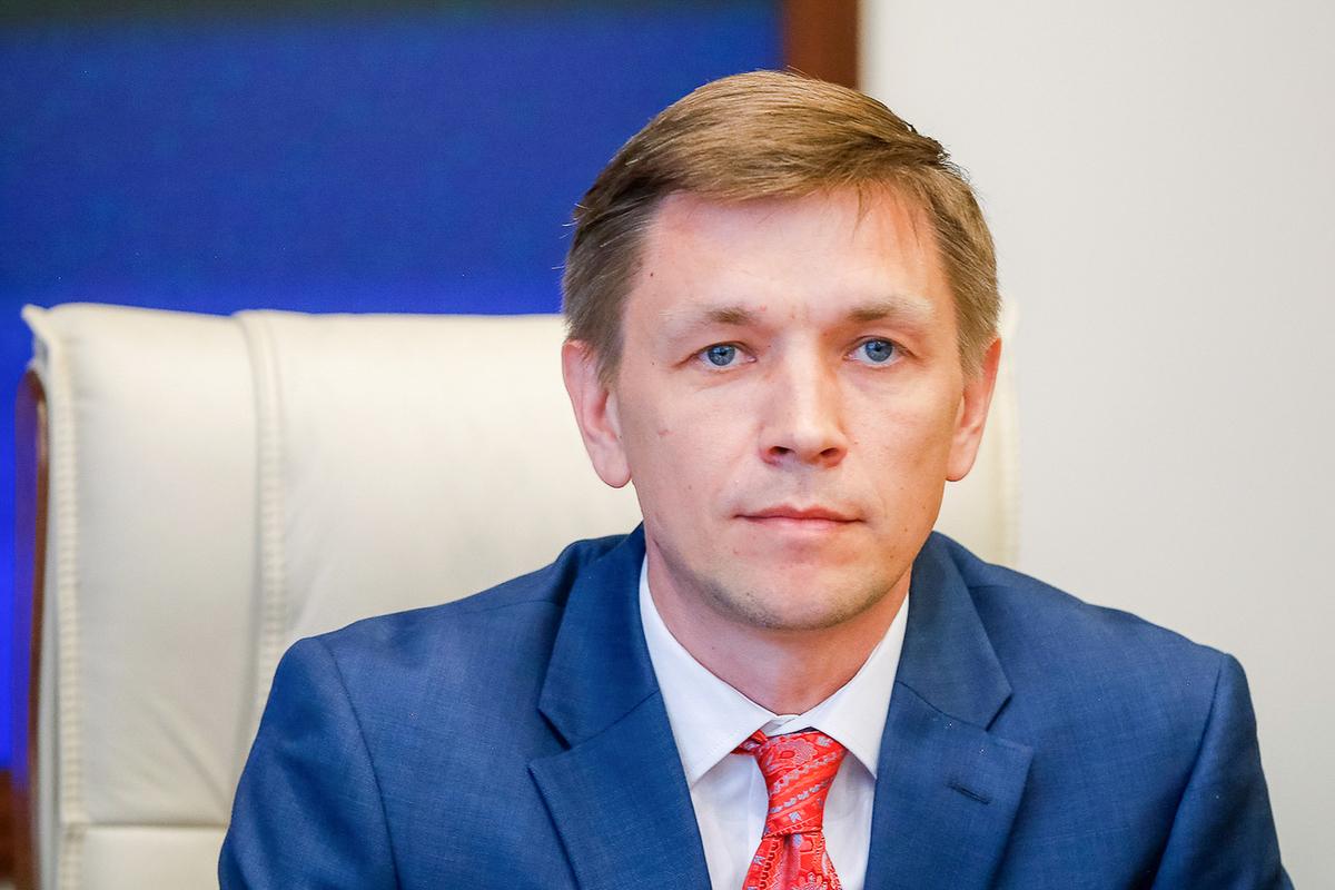 Глава Минкомсвязи Константин Носков поручил своему заместителю Евгению Кислякову курировать импортозамещение в сфере ИТ