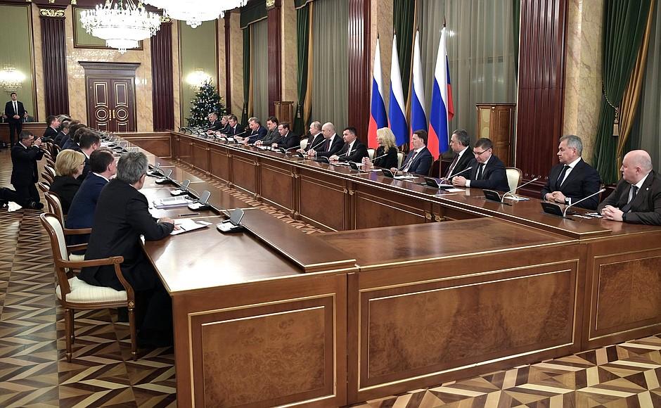 Д. Медведев: Реализация национальных проектов вошла в нормальный график
