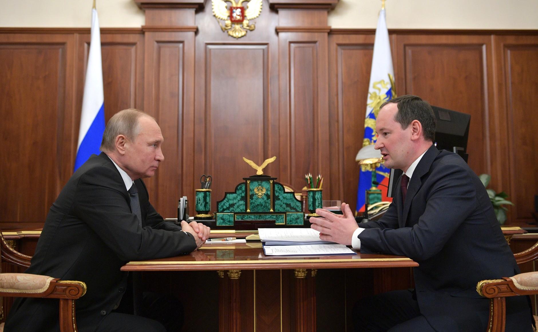 В. Путин встретился с главой компании «Россети» П. Ливинским.